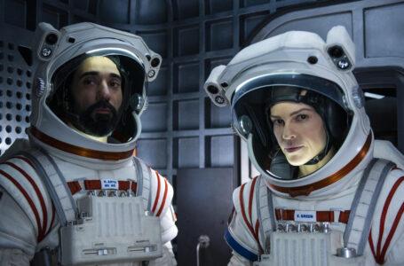 Away: La nuova serie con Hilary Swank dal 4 settembre su Netflix