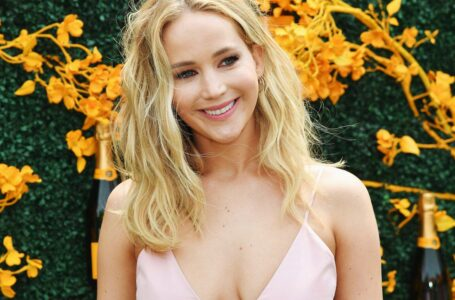"Jennifer Lawrence si ferisce sul set di ""Don't Look Up"", riprese sospese"