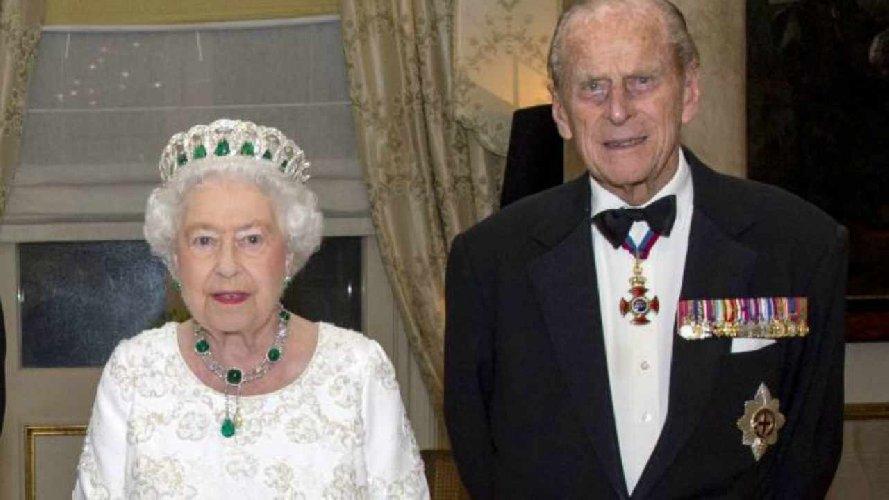 Morto il principe Filippo, il marito della regina aveva 99 anni
