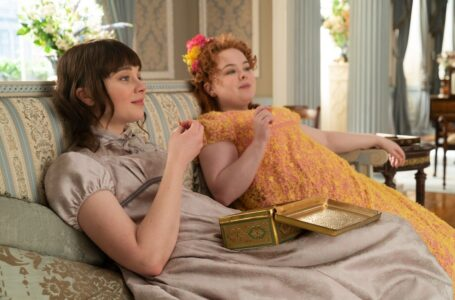 Bridgerton: Rilasciata una featurette con Penelope Featherington, interpretata da Nicola Coughlan