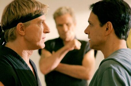 """William Zabka sul rapporto tra Johnny e Daniel in Cobra Kai 4: """"Ora hanno un nemico comune"""""""