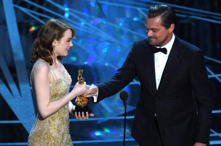 """Emma Stone e l'incontro con Leonardo DiCaprio agli Oscar: """"il momento più surreale della mia vita"""""""