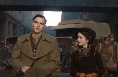Tolkien: Il film con Nicholas Hoult e Lily Collins da domani su Disney+